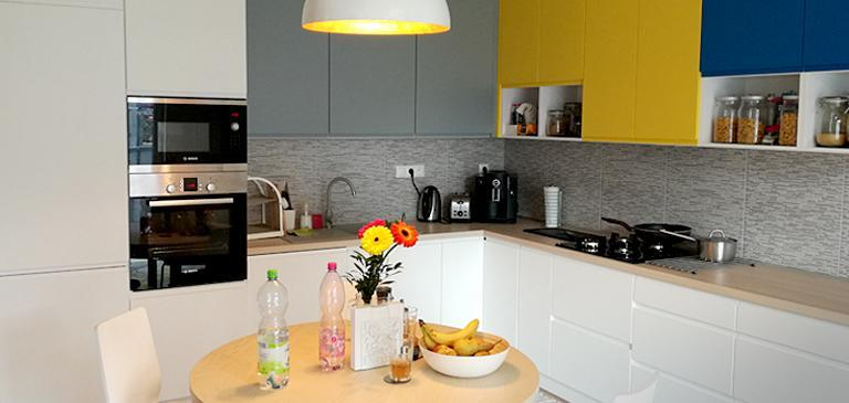 Kitchen with colorful fronts